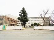 氷丘南小学校(800m)