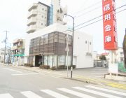 日新信用金庫(200m)